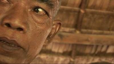 90ce35cb7d Az 1970-es évek második felében közel kétmillió embert gyilkolt meg a Vörös  Khmer, de az öldöklésre a mai napig nem kaptunk kielégítő magyarázatot. A  fiatal ...